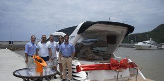 Legenda da foto: (da esquerda para a direita: Sr Márcio Ferreira, cliente Diórgenes Marcelo Carandina, Barbara Martendal Yamamoto e Fylipi Vieira, da equipe Fibrafort).